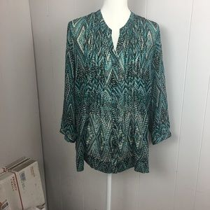 3/4 sleeved button up blouse.
